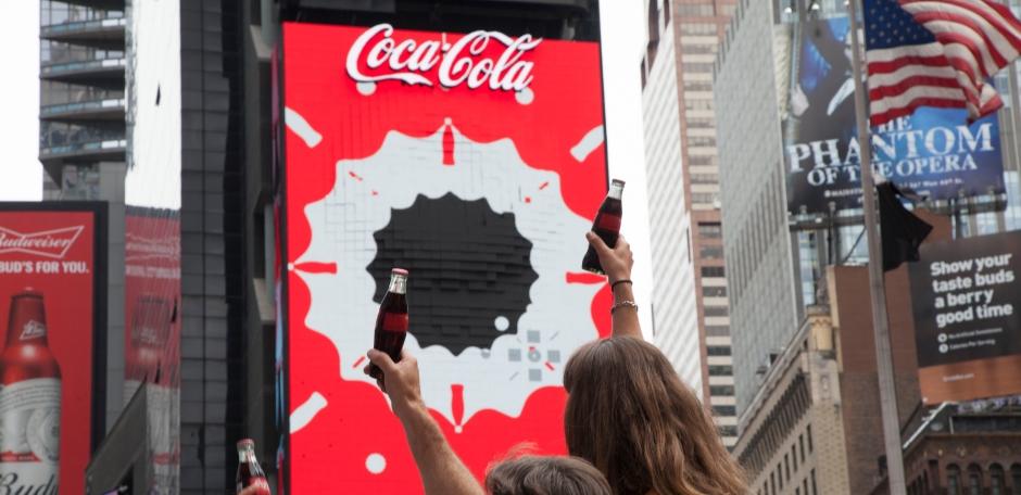World's First 3D Robotic Sign - Porlier Outdoor Advertising